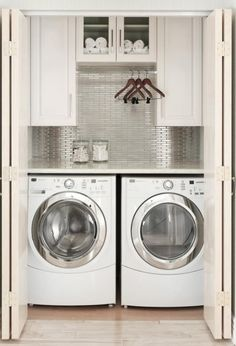 Small Laundry Room Ideas (on a BUDGET) – Laundry room organization and small laundry room ideas. These laundry room makeover pictures are amazing before and after laundry area makeovers. Laundry Room Layouts, Laundry Room Cabinets, Small Laundry Rooms, Laundry Room Organization, Laundry Storage, Laundry Room Design, Diy Cabinets, Small Bathrooms, Laundry Area
