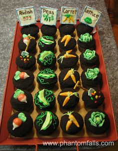 Vegetable Garden cupcakes with chocolate icing oreo crumbs for dirt. The veggies are made from Starburst fruit chews, m&ms and frosted Corn Flakes. The seeds are candy coated sunflower seeds, and the signs are white chocolate icing on graham crackers. Peter Rabbit Cake, Peter Rabbit Birthday, Bunny Birthday, Birthday Cakes, Chocolate Icing, Chocolate Cupcakes, White Chocolate, Cupcake Wars, Cupcake Cookies