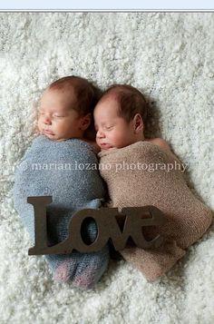 Twin newborn pics