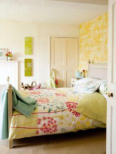 bedroom | bright walls, duvet and feminine