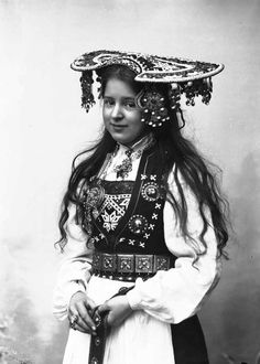 late century photo of Norwegian bride in traditional ensemble. She looks MUCH too young to be a bride! Traditional Fashion, Traditional Dresses, Folklore, Beautiful Bride, Beautiful People, Norwegian Clothing, Ethnic Dress, Bridal Crown, Folk Costume