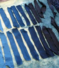 natural dyes - shades of indigo Mood Indigo, Indigo Dye, Love Blue, Blue And White, Denim Dye, Textile Dyeing, African Textiles, Going Natural, Blue Rooms