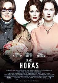 """http://mezquita.uco.es/record=b1402288~S6*spi """"Las horas"""". Historia de tres mujeres que tratan de encontrarle un sentido a la vida. Cada una de ellas vive en una época diferente, pero las tres están unidas por idénticos anhelos y miedos. Virginia Woolf,  lucha contra su locura mientras empieza a escribir """"Mrs. Dalloway"""". A finales de la Segunda Guerra Mundial, Laura Brown lee """"Mrs. Dalloway"""" y la encuentra tan reveladora que empieza a considerar realizar un cambio radical en su vida."""