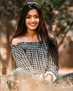 Indian Actress Images, Tamil Actress Photos, Indian Actresses, Beautiful Girl Hd Wallpaper, Cute Boy Pic, Dance Photography Poses, Most Beautiful Bollywood Actress, Couple Photoshoot Poses, Beautiful Blonde Girl