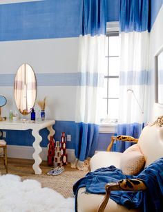 drapes and walls // Holiday House Hamptons // dressing room Interior Paint, Room Interior, Interior Design Inspiration, Color Inspiration, Blue Ombre, Ceiling Design, Dressing Room, Kids Rooms, Home Organization