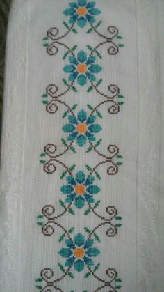 This post was discovered by Şe Cross Stitch Bookmarks, Cross Stitch Borders, Cross Stitch Rose, Cross Stitch Flowers, Cross Stitch Charts, Cross Stitch Designs, Cross Stitching, Cross Stitch Embroidery, Embroidery Patterns