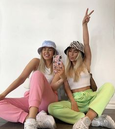 Fashion spring 743234744745143523 - Source by prune_decoral Cute Friend Pictures, Best Friend Pictures, Friend Pics, Aesthetic Fashion, Aesthetic Clothes, Aesthetic Outfit, Aesthetic Vintage, Cute Casual Outfits, Girl Outfits