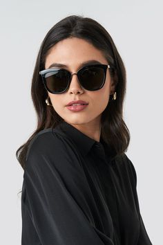 Stylish Sunglasses, Summer Sunglasses, Black Sunglasses, Cat Eye Sunglasses, Sunglasses Women, Black Aviators, Round Sunglasses, Lunette Style, Black Women Fashion