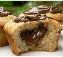 Recipe - Nutella Flowing Heart Muffins Step by Step Desserts With Biscuits, Köstliche Desserts, Delicious Desserts, Dessert Recipes, Desserts Nutella, Cupcake Recipes, Muffins Banane Nutella, Muffin Nutella, Cupcakes