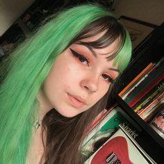 Green Hair Streaks, Green Hair Dye, Dyed Hair Purple, Mint Hair, Dye My Hair, Dyed Bangs, Emerald Hair, Arctic Fox Hair Color, Permanent Hair Dye