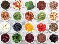 Quali sono i supercibi naturali per la salute? Esistono degli alimenti, le cui proprietà migliorano notevolmente la salute dell\'organismo. Scopriamo quali sono.