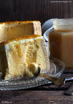 Sernik dyniowy na cynamonowym spodzie z sosem karmelowym: sernik: 200g twarożku, 100g puree z dyni, 35g śmietany 18%, 1 jajko, 1 łyżeczka mąki ziemniaczanej, 1 łyżeczka soku z cytyny, malutka szczypta cynamonu. + spód z mąki, jogurtu części jajka, cynamonu, proszku do pieczenia, szczypty soli, słodziku