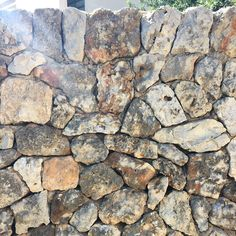 Muro de piedra #patrones #tramas #geometría #materiales #texturas #hallazgos #architecture #architectureporn #architecturelovers #architecturephotography #arquitectura