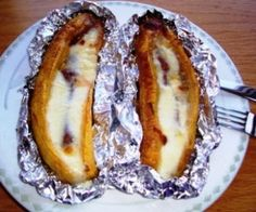 Baked Plantains with Guava and Cheese (platanos-asados con queso y bocadillo) My Colombian Recipes, Colombian Cuisine, Mexican Food Recipes, Colombian Dishes, Baked Plantains, Comida Latina, Latin Food, Food For Thought, The Best