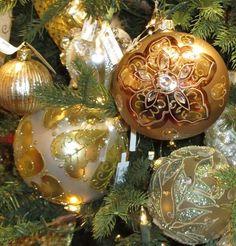 Elegant gold theme Christmas Tree