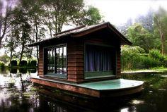 Дом в Калифорнии, который построил Стивен Берджес на пруду, принадлежащем его семье.   Источник: http://www.adme.ru/tvorchestvo/28-uyutnyh-domov-postroennyh-svoimi-rukami-596655/ © AdMe.ru