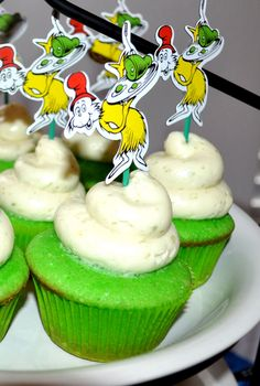 Green eggs and ham cupcakes .... so cute! I want to make these for Sadie's kinder class this Friday (March 2nd) Dr. Seuss's Bday