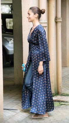 Alia Bhatt Indian Skirt, Indian Dresses, Indian Attire, Indian Wear, Alia Bhatt Lehenga, Alia Bhatt Hairstyles, Casual Indian Fashion, Simple Kurti Designs, Cute Spring Outfits