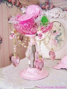 ~Shabby Prim Delights~Use a tiny tophat painted pink to add to a small bouquet of flowers...