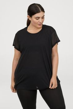 Wide-cut sports top in fast-drying, functional fabric with cap sleeves in mesh. Travel Wardrobe, H&m Tops, Cap Sleeves, Black Tops, Black Women, V Neck, Sports, Fabric, Mens Tops
