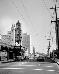 Then and now view of Atlantas historic Fox Theatre in 1962.  View Larger Map