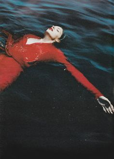 'A Place in the Sun' Anouck Lepere by Mario Testino for W Magazine September 2000 Mario Testino, Underwater Photography, Portrait Photography, Fashion Photography, Photography Music, Travel Photography, Photographie Portrait Inspiration, Water Shoot, How To Pose