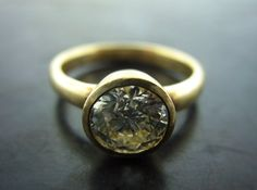 NICOLE'S ENGAGENT RING. Yellow Gold Brilliant Cut Diamond - Jelena Behrend Studio. Request a quote online: www.jelenabehrendstudio.com/collections/wedding-engagement-rings/products/yellow-gold-brilliant-cut-diamond-nicoles-engagent-ring #jelenabehrendstudio #jbsengagementrings