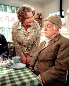 """Last of the Summer Wine (BBC). """"Ivy and Compo"""" ( Jane Freeman and Bill Owen ) Old Tv Shows, Best Tv Shows, Favorite Tv Shows, British Sitcoms, British Comedy, Last Of Summer Wine, English Comedy, Comedy Tv Shows, Classic Comedies"""