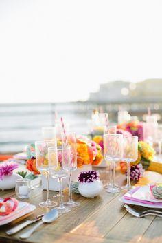En el brunch que haya más colorines, naranja, rojo, rosa... y en la boda colores más beige, negro, blanco...
