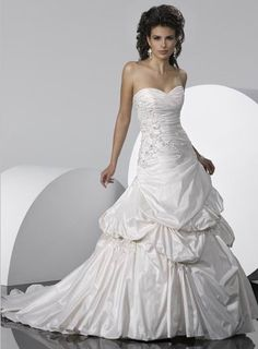 Enticing Sweetheart Taffeta Pleated Applique Wedding Dress
