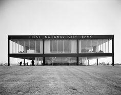 First National City Bank, Queens, New York, 1960 by Skidmore, Owings & Merrill / Photo by Ezra Stoller Cubic Architecture, Contemporary Architecture, Architecture Details, Interior Architecture, Industrial Architecture, Richard Rogers, Queens New York, Queens Nyc, Architectural Photographers
