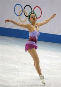 五輪=フィギュア団体で日本はフリー進出、女子SPで浅田は3位
