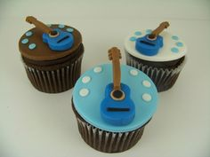 Fondant topped version - would find an electric guitar mould though Guitar Cupcakes, Music Cupcakes, Guitar Cake, Themed Cupcakes, Cake Pops, Peace Cake, Guitar Party, British Sweets, Piano Cakes
