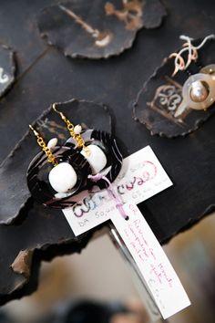 L'Atelier Altrecose non è solo abiti ma anche accessori e calzature. Tutti selezionati tra i più raffinati artigiani italiani, tutte creazioni fatte a mano