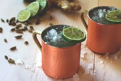 Kentucky Mule Recipe: - oz Buffalo Trace Bourbon - 4 oz ginger beer - oz lime juice - lime wedge Try this manly twist on an old Russian favorite, the Moscow mule. Vodka Cocktails, Refreshing Cocktails, Cocktail Drinks, Yummy Drinks, Cocktail Recipes, Alcoholic Drinks, Drink Recipes, Bourbon Recipes, Bourbon Drinks