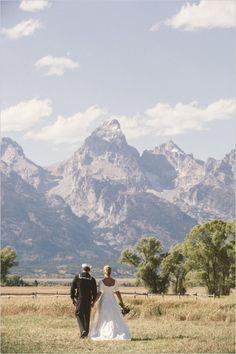 Wyoming wedding #weddingvenue #weddingscenery #weddingchicks http://www.weddingchicks.com/2014/01/17/jackson-hole-wedding/