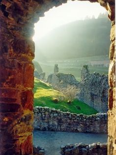 Beautiful Portals around the World !! -Castle view of Loch Ness (Scotland).