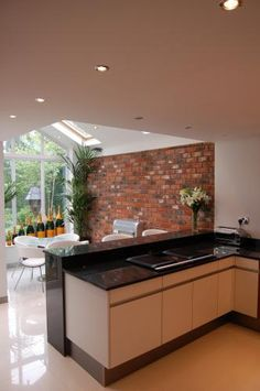 Sunroom / Kitchen Extension with exposed brick wall Sunroom Kitchen, Living Room Kitchen, Kitchen Diner Extension, Open Plan Kitchen, Kitchen Lighting Layout, House Extensions, Interior Exterior, Architecture, Decoration