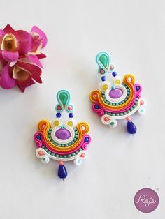 awesome Soutache earrings Entirely hand-sewn by Reje, Italian jewelry designer. Quilling Jewelry, Soutache Jewelry, Jewelry Crafts, Paper Quilling Earrings, Handmade Necklaces, Handmade Jewelry, Soutache Tutorial, Bijoux Diy, Beaded Embroidery