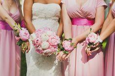 Свадьба Антона и Натали (официальный фоторелиз) - flowerbazar.ru, букет невесты пионы, браслеты подружек невесты пионы