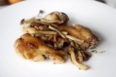 Cozinha com tomates: Asas de frango com cogumelos shimeji