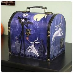 The Nightmare Before Christmas lunch box carrying case. Mommy would have used it as a purse Christmas Lunch, Christmas Gift Box, Christmas Love, Xmas, Holiday Bags, Christmas Things, Christmas Jewelry, Christmas Presents, Christmas Ideas