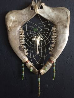 Skull Decor Diy, Skull Crafts, Deer Antler Crafts, Antler Art, Antler Jewelry, Bone Jewelry, Bone Crafts, Farm Crafts, Found Object Art