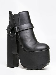 it's Back to BLACK! Shop & Save up to 55% OFF ALL BLACK SHOES! Black Friday is starting early this year~ we don't wait in lines here. #zooshoo #shoes #booties #blackfriday #boots #sale #fashion #cute #love #footwear