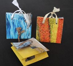 Overige - Kadotasjes Set 2 - Een uniek product van fromEgyptandHollandwithlove op DaWanda. Deze kleurrijke cadeau tasjes zijn gemaakt van pagina's uit magazines. Ieder exemplaar is dus uniek. - - - - These colourful gift bags are made from old magazine pages. Therefore every single one is unique.