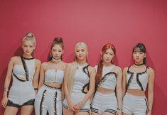 Kpop Girl Groups, Korean Girl Groups, Kpop Girls, Programa Musical, World 2020, Fandom, Girl Bands, Stage Outfits, New Girl