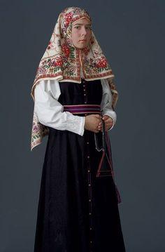 Russian Old Believer. Russian Men, Russian Beauty, Russian Fashion, Russian Traditional Dress, Traditional Dresses, Russian Style, Head Scarf Styles, Russian Culture, Folk Costume