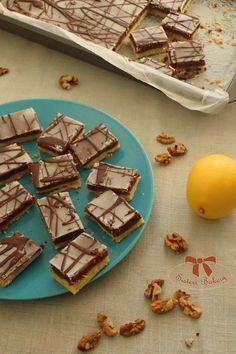 Orechové rezy dvoch farieb s citrónovou polevou - Sisters Bakery Baking Recipes, Bakery, Cookies, Sisters, Food, Boleros, Cooking Recipes, Crack Crackers, Biscuits