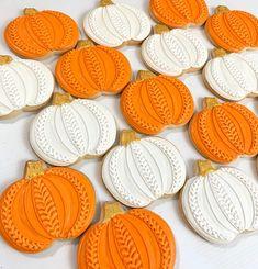 Knitted Pumpkin Cookies | Kelley Hart | Flickr Pumpkin Sugar Cookies Decorated, Halloween Pumpkin Cookies, Halloween Cookie Recipes, Halloween Cookies Decorated, Sugar Cookie Royal Icing, Thanksgiving Cookies, Fall Cookies, Cookie Frosting, Iced Cookies
