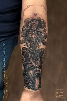 Check this Powerful Shiva and Mahakali Tattoo by Sunny Bhanushali at Aliens Tattoo. Aliens just get it right when it comes to Religious Tattoos. Kali Tattoo, Mantra Tattoo, Shiva Tattoo Design, Hindu Tattoos, Body Art Tattoos, Tatoos, Lord Shiva, Aliens Tattoo, Gott Tattoos